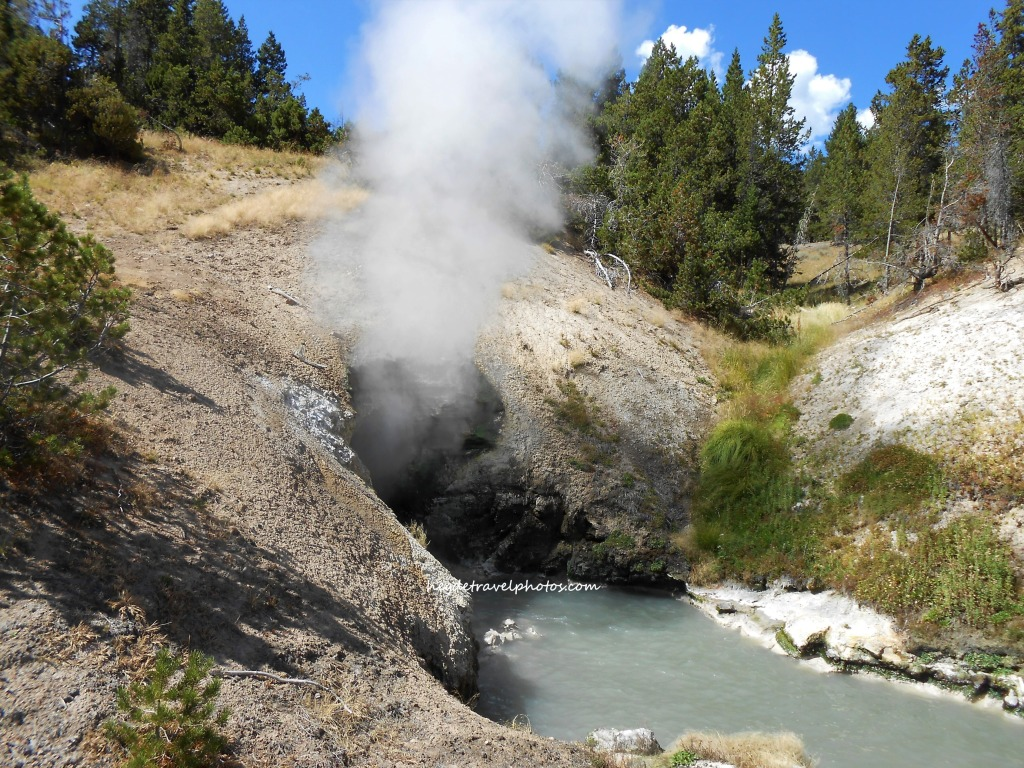 Dragon's Mouth Geyser, Yellowstone National Park